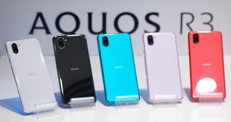 Aquos R3 colour options, photo by Toru Ishii